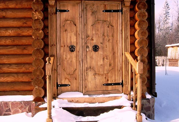 деревянная дверь бани