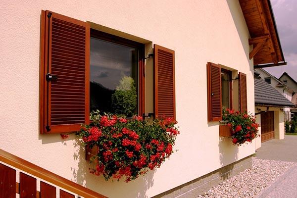 ставни на окнах