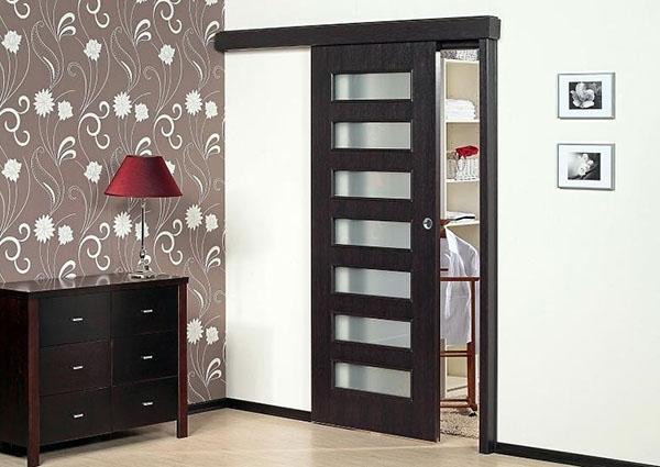 двери с декоративной отделкой