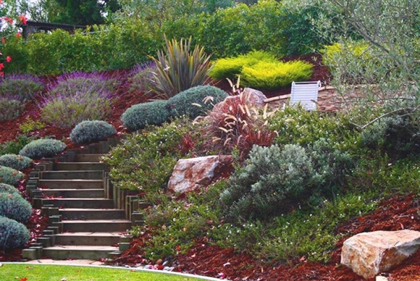 Как обустроить ландшафтный дизайн участка на склоне