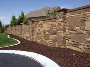 Как сделать забор из камня: выбираем материал и оформление
