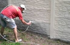 Как покрасить забор: выбор материала и инструкция