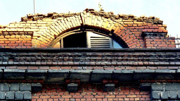 слуховое окно на чердаке